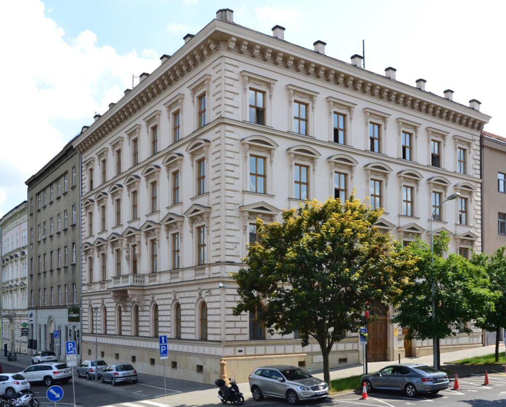 Fotografie budovy Nejvyššího státního zastupitelství v Jezuitské ulici v Brně