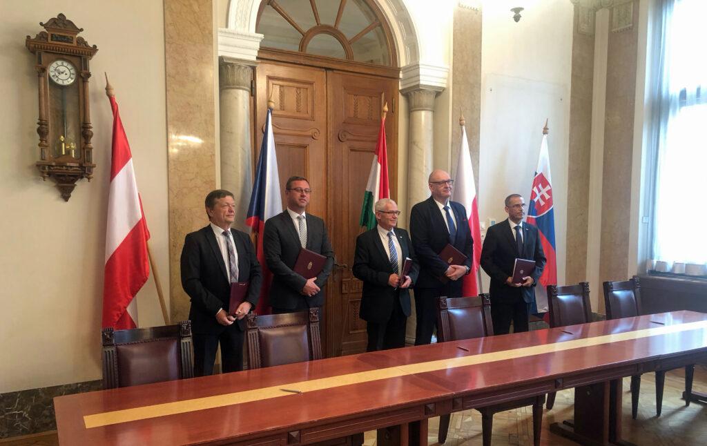 Foto: Generální rpokurátoři před podpisem deklarace